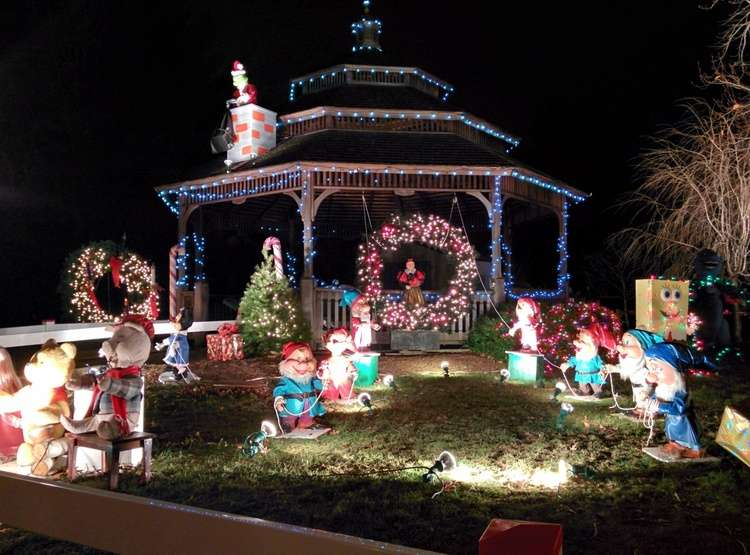The Seven Dwarfs at the Camuso Family Christmas Lights